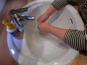 Kindernagellack von snails - beim Abwaschen