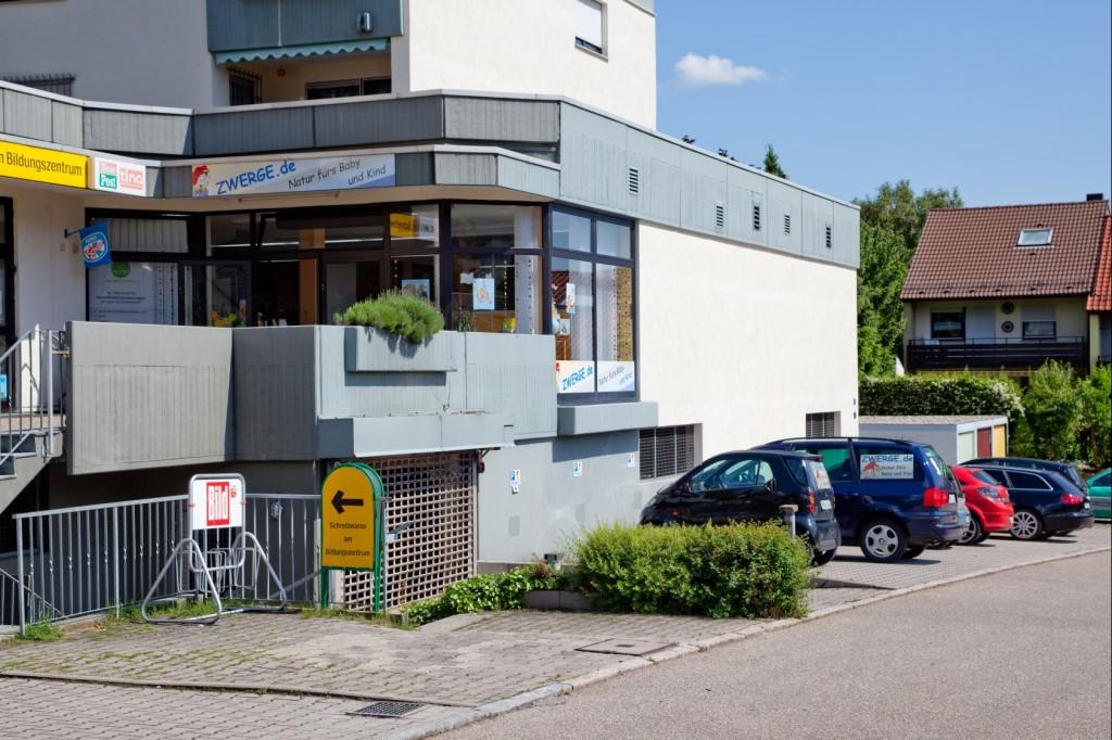Der Babyladen und Kinderladen ZWERGE.de in Weinsberg mit Parkplätzen vor dem Laden