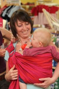 Babys richtig tragen - Trageberatung bei ZWERGE.de